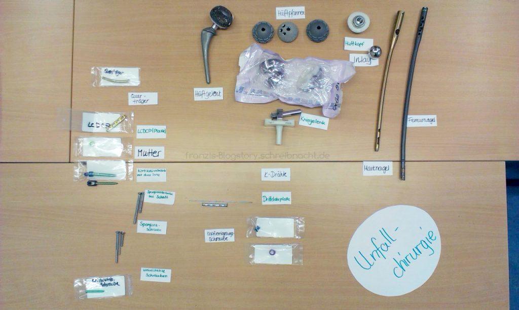 Gruppenarbeit zum Thema Unfallchirurgie. Hier sieht man einige Beispiele für Implantate im OP, auf die man eine allergische Reaktion entwickeln könnte - franzis-Blogstory.schreibnacht.de